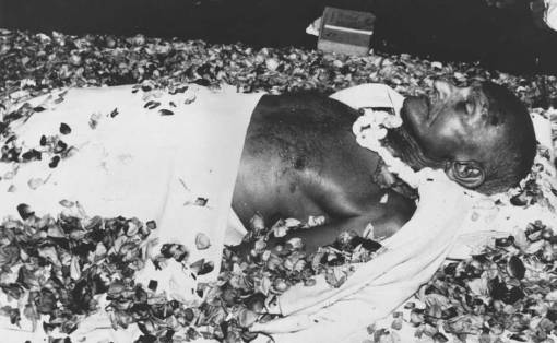 The body of Mahatma Gandhi lying in state at Birla House, New Delhi, before the funeral cortege leaves for the burning ghats on the banks of the river Yamuna on 2 February 1948. Keystone/Getty Images