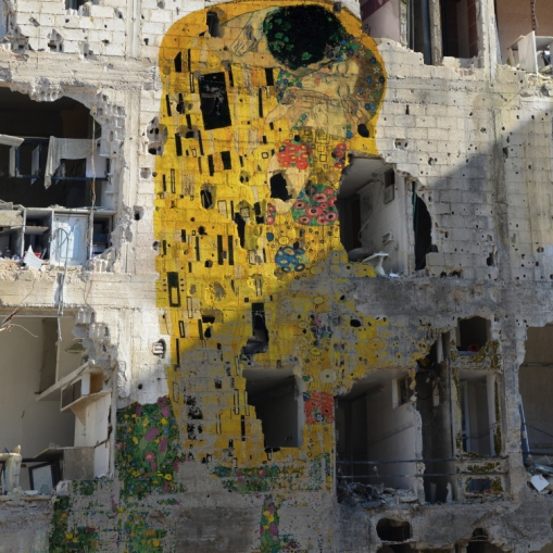 Freedom Graffiti by Tammam Azzam Tammam Azzam superimposed Gustav Klimt's The Kiss on to an image of a Syrian bomb site.