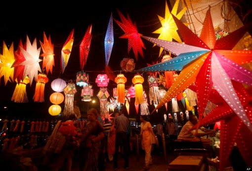 Indians buy lanterns from roadside stalls ahead of Hindu festival of lights Diwali, in Mumbai, India, Sunday, Oct. 27, 2013. Lanterns are a popular traditional decoration as people decorate their homes during the Diwali festival. (AP Photo/Rafiq Maqbool)