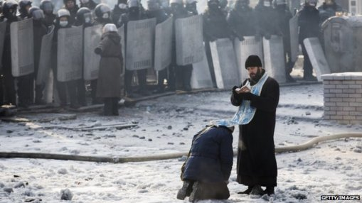Orthodox priests have been urging security forces to refrain from using violence. Getty Images.