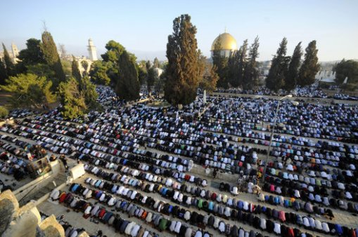 Muslim worshippers pray during the first day of Eid al-Fitr, which marks the end of the Muslim fasting month of Ramadan, at the Al Aqsa Mosque Compound in Jerusalem's Old City, Monday, July 28, 2014. (AP Photo/Mahmoud Illean)