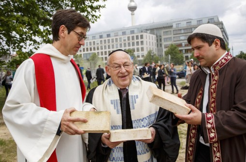 German pastor Gregor Hohberg (left), Israeli rabbi Tovia Ben-Chorin (centre) and German-Turkish imam Kadir Sanci pictured holding the first three bricks of the future House of One.