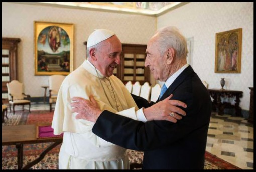 Pope Francis welcomes former Israeli President Shimon Peres during their meeting at the Vatican Sept. 4.  CNS photo / L 'Osservatore Romano via EPA.